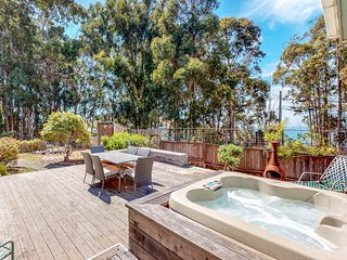 NEW LISTING! Oceanview property w/private hot tub, free WiFi, cable, grill