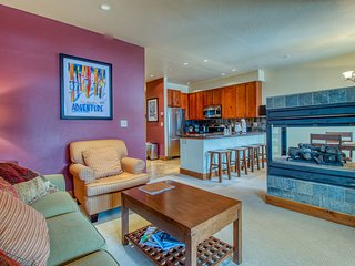 Top-floor condo w/ balcony, mountain views & shared hot tubs - walk to lifts!