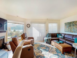 NEW LISTING! Lakeview condo w/balcony, shared pools/hot tubs & resort amenities