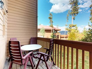 Mountain townhome w/shared pools & hot tubs -near hiking & skiing