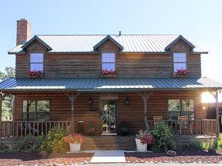 Classic log lodge w/shaded porch, patio & chiminea - near hiking