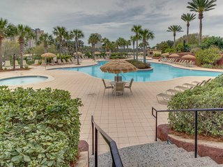 Comfortable resort condo w/ Gulf view, shared pool/hot tub, & beach access