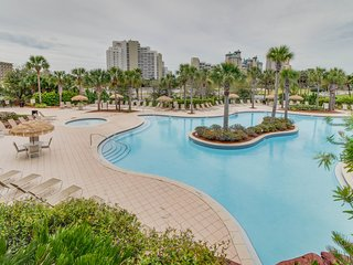 NEW LISTING! Gulf Coast studio w/shared saltwater pool, hot tub & beach view