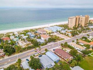 Duplex rental w/garden patio & shared grill - beach across street
