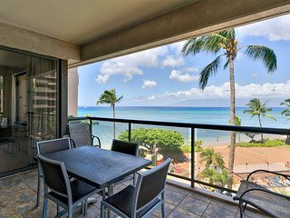 Breezy, waterfront condo w/ shared pool & hot tub - great location near beach