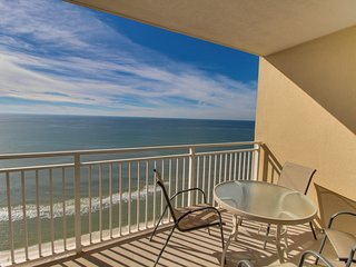 Beachfront condo with a views and a shared hot tub and pools!