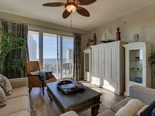 NEW LISTING! Gulf view condo w/ balcony & shared pools - 500 yards to the beach!
