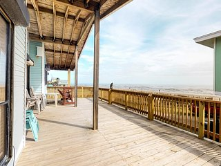 Beachfront bungalow w/ spacious deck & Gulf views - 2 small dogs OK