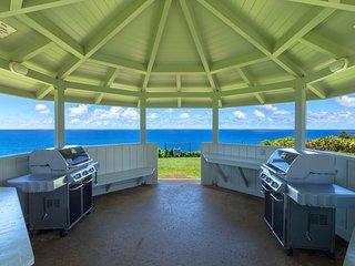 Beautiful condo w/ocean view, shared hot tub, pool, tennis & more - beach nearby
