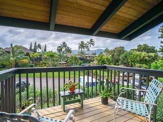 Bright, beautiful studio w/ lanai, shared pool & tropical views - walk to beach!