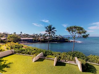 NEW LISTING! Oceanfront condo w/lanai & shared pool - walk to beaches