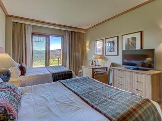 Modern condo w/ beautiful views of the Cascades!