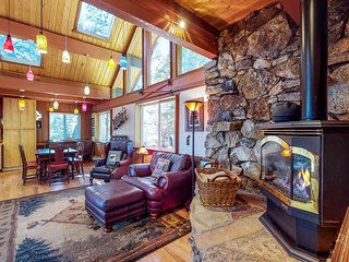 Dog-friendly cabin with private hot tub,near skiing and the beach!
