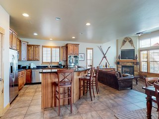 NEW LISTING! Townhome w/fireplace, private hot tub & shared pool/fitness center!