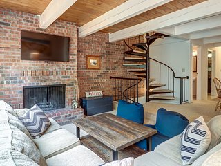 NEW LISTING! Three-story condo, deck & shared seasonal pool-near dining & skiing