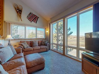 NEW LISTING! Ski-in/ski-out condo w/ mountain view & shared pool/tennis!