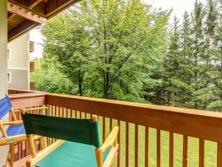 Ski-in/out condo w/fireplace-walk to lifts & Lincoln Peak Village