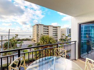 NEW LISTING! Family-friendly beachfront condo w/shared pool & tennis