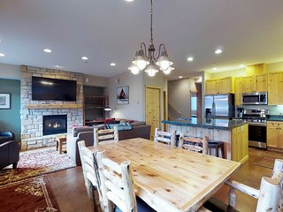 NEW LISTING! Bright condo w/shared hot tub-minutes from Warm Springs lifts