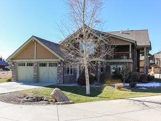 Beautiful home w/ mountain views, patio, & gas fireplace