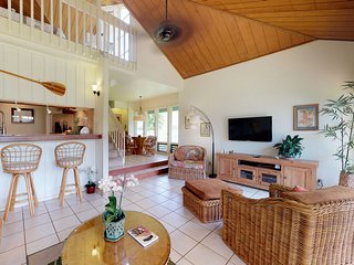 Garden floor condo w/shared tennis, pools, hot tub & beach access