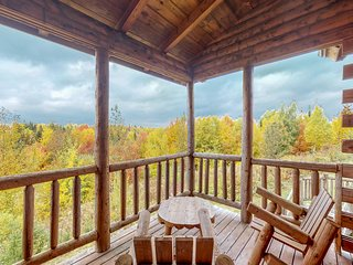 Log cabin duplex w/ a shared pool, hot tub, gym - close to Moosehead Lake