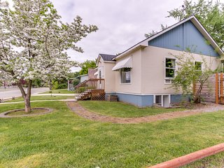 Spacious dog-friendly home with a fenced backyard - close to the river