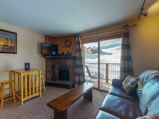 NEW LISTING! Mountain view condo w/shared pool/hot tub/sauna - walk to lifts