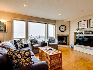Centrally-located Rockaway Beach condo w/ a balcony & ocean views