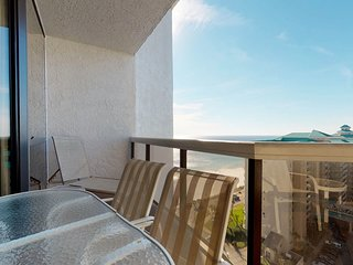 NEW LISTING! Spacious, waterfront condo w/ beach access, shared pool & hot tub
