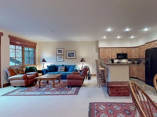 Family-friendly condo w/shared hot tub, entertainment & ski access