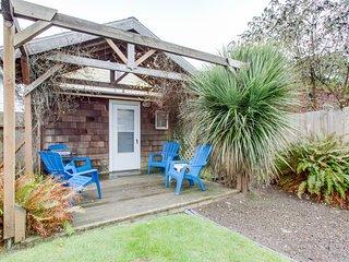 NEW LISTING! Dog-friendly cottage w/sunporch, full kitchen - near beach & town