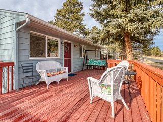Lovely home w/ deck & mountain view - near outdoor adventures