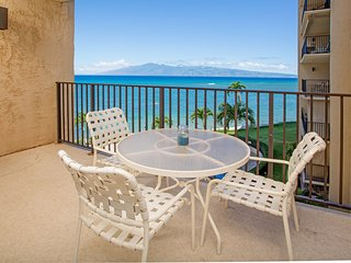 Waterfront condo w/ ocean views & shared pool - walk to the beach