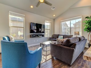 NEW LISTING! Gorgeous townhome w/shared pool & hot tub - dogs OK, near Zion
