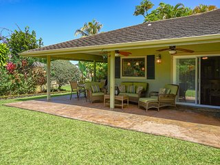 Family home w/lovely lanai, garden & grill-near golf & beaches