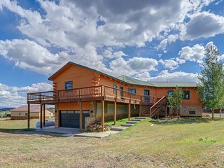 Large, family-friendly cabin w/ game room & wraparound deck - walk to lake!