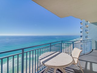Lovely beachfront condo w/ deck, Gulf views & shared pool/gym - near Pier Park!