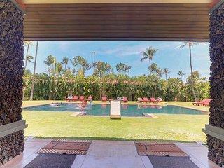 NEW LISTING! Breezy condo near gardens w/shared hot tub & pool, near the beach