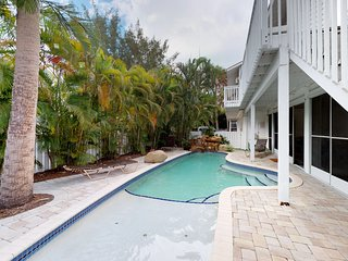 Dog- and family-friendly duplex w/ shared pool, near beach and free trolley!