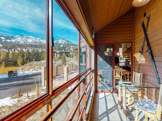 Stylish condo w/shared pool, hot tub, sauna & ski access