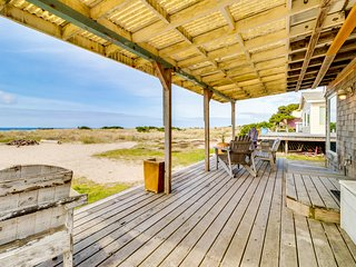 Oceanfront, dog-friendly beach house with amazing views & plenty of room!