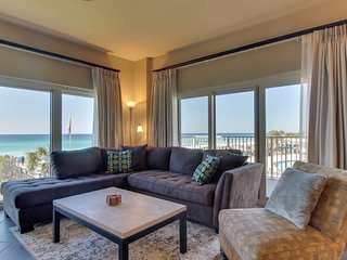 Oceanview resort gem with a shared pool, hot tub, sauna, tennis courts, & more!
