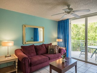 Cozy, dog-friendly suite with balcony, shared hot tub/pool, and private parking!