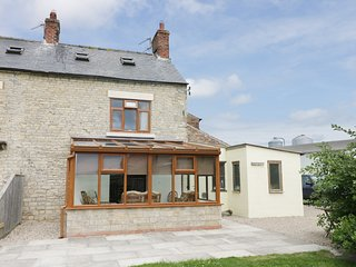 WILLOW COTTAGE, underfloor heating, WIFI, conservatory overlooking North York