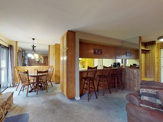 Delightful dog-friendly condo with a shared pool, sauna, and hot tub!