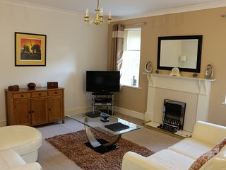 Substantial and Superior Garden Apartment - 2 Bed, 2 Bed, 2 Reception Rooms