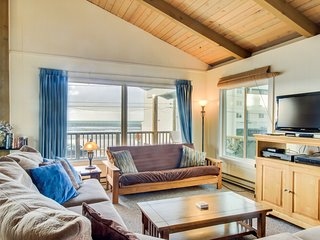 Dog-friendly oceanview duplex with beach access, walk to Nye Beach shops & more!