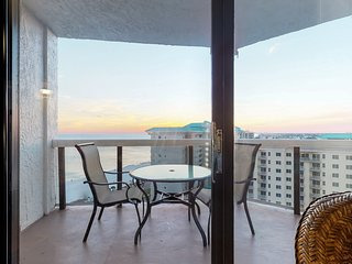 NEW LISTING! Spacious, oceanfront condo with shared pool, hot tub, & beach view