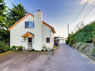 Colorful, eclectic home w/ a peek-a-boo view of Yaquina View